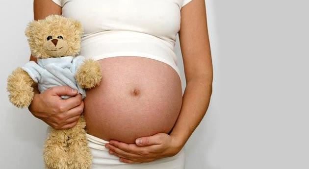 Tyra muestra embarazo adolescente
